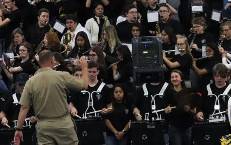 Band performs Armed Forces song at Veteran's Day pep rally